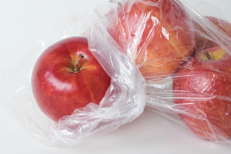 正確的保存方法是將蘋果密封於塑膠袋放入冰箱的蔬果保鮮區內